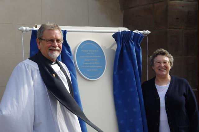Ian Jennings unveiling the blue plaque